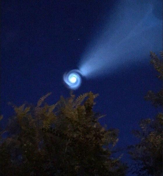 ロシアのウラルに現れた渦状の謎の発光物体